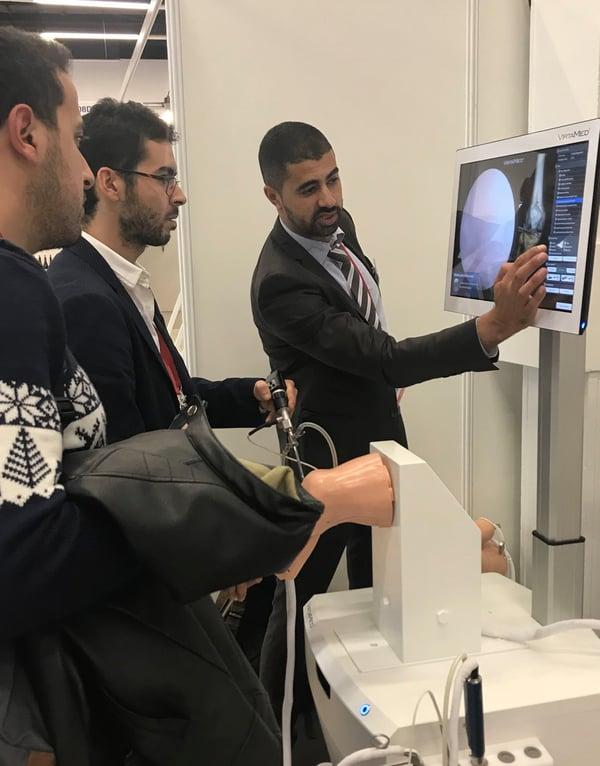 Training on VirtaMed ArthroS™ knee simulator
